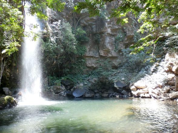 De waterval 'La Cangreja' bereik je na een wandeling van vijf kilometer, deels door het bos en deels over een open vlakte.