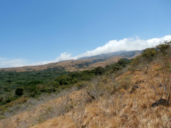 De vulkaanflanken van Rincon zorgen voor uitdagende wandelroutes én mooie vergezichten.