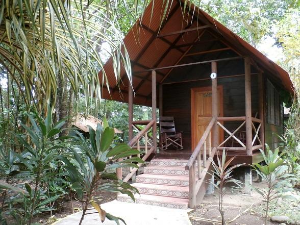 De Evergreen lodge in Tortuguero is een aanrader. De huisjes hebben horren in plaats van ramen, zodat je de junglegeluiden goed kunt horen. Ook waait er hierdoor een koel briesje door je huisje heen. Ik heb er heerlijk geslapen!