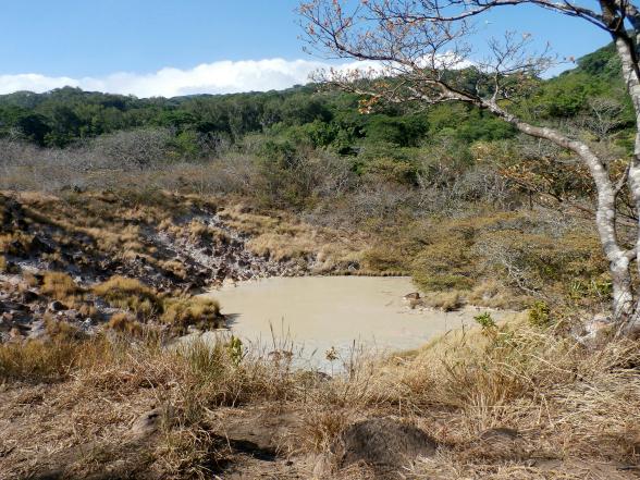 Een zwavelmeer in nationaal park Rincon de la Vieja.