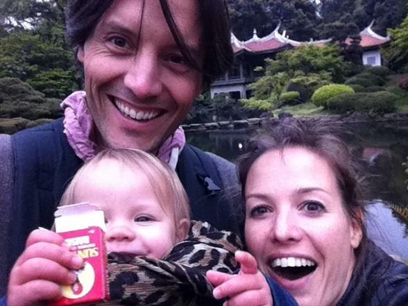Sanne Meijboom met haar gezin op reis in Japan