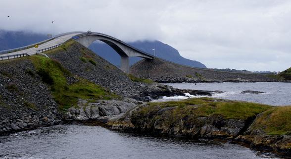 De fjorden aan de westkust zijn best te bewonderen van op Toerist Roads zoals de Alantikhavsvegen