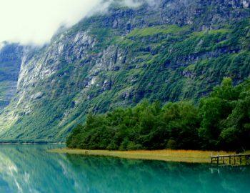 Lovatnet Meer en Gletsjer