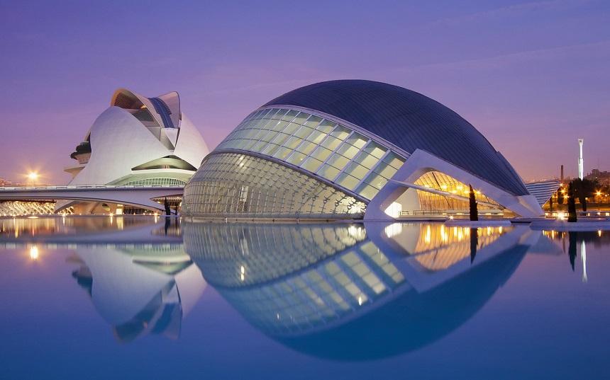 De futuristische Stad der Kunst en Wetenschappen