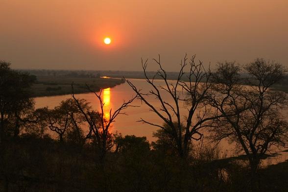caprivi strip zonsondergang okavango rivier