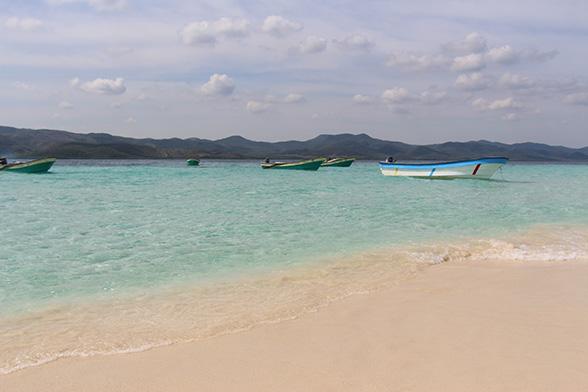 Kilometers onaangetaste stranden, een heldere zee en koraalriffen