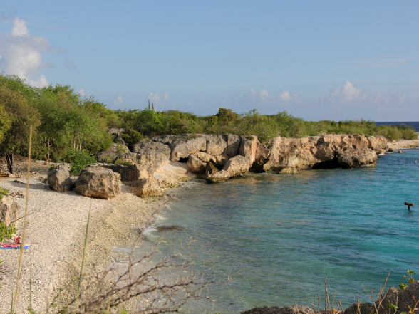 Dit strand op Curacao wordt de directeursbaai genoemd