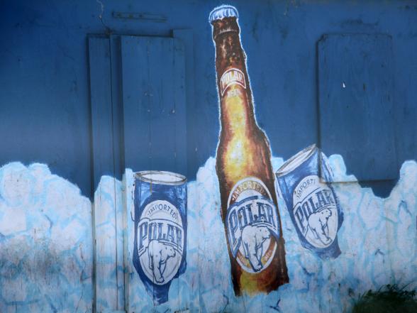 Op Curaçao zie je veel muurschilderingen van biermerken, maar Polar Beer is veruit de favoriet.