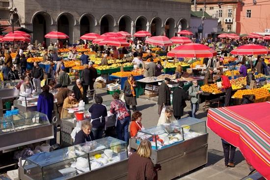 De lokale  ofwel Dolac markt
