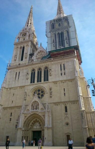 De Sint-Stefanus kathedraal, onlosmakelijk verbonden met de geschiedenis van de stad