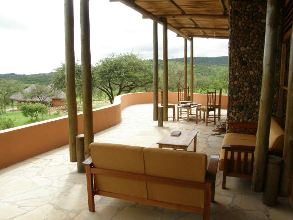 Vanaf de veranda kijk je zó de savanne in