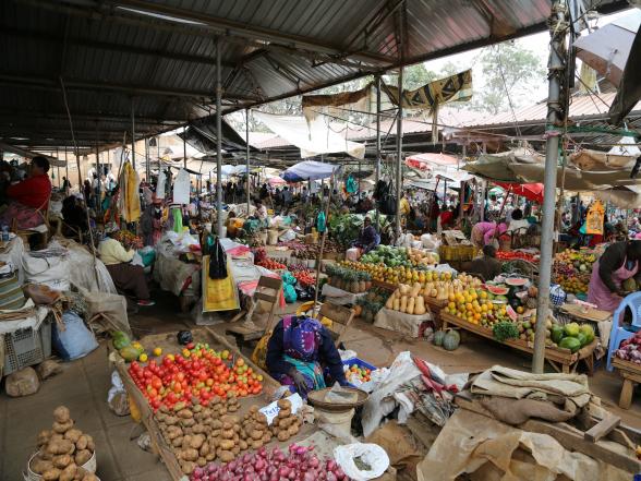 Een bezoek aan een markt in Kenia is een echte aanrader, én een explosie van geluiden, kleuren en geuren!