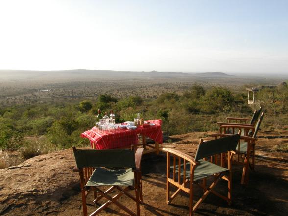 De 'Sundowner', oftewel de zonsondergang in Kenia