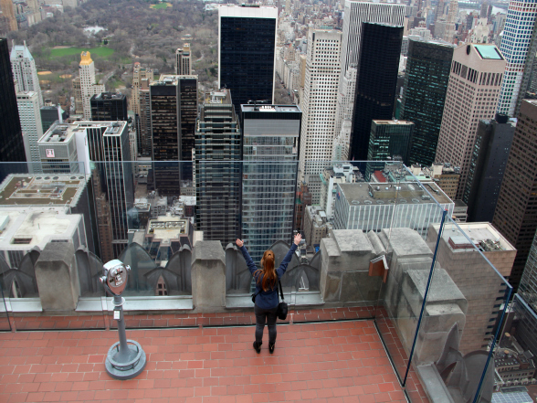 'On top of the world!', bovenop Top of the Rock in New York
