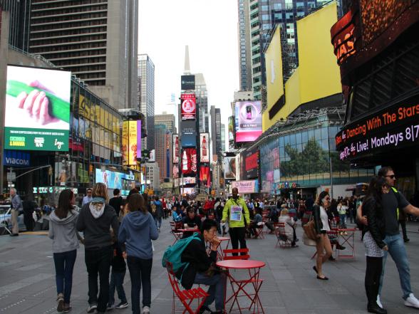 Een deel van Times Square is autovrij en ingericht met tafeltjes en stoelen. De perfecte plek om alle indrukken rustig in je op te nemen!