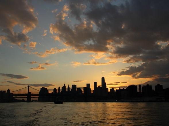 Uitzicht over New York bij zonsondergang