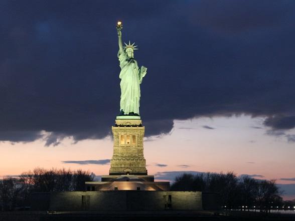 Het Vrijheidsbeeld bij zonsondergang: prachtig om te zien!