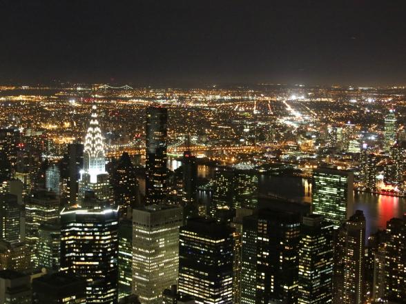 In het donker heb je vanaf het Empire State Building geweldig zicht op alle verlichte gebouwen in het zuiden van Manhattan