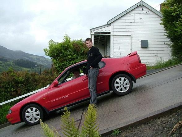 Baldwin Street in Dunedin, Nieuw-Zeeland, is de steilste straat ter wereld © Tourism Dunedin