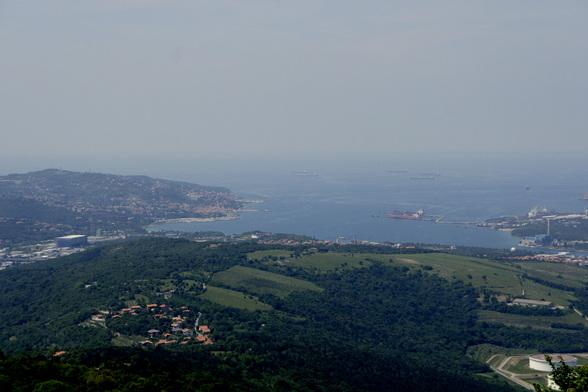 Aan de kust van Slovenië kan je, bij helder weer, helemaal tot in Italië zien.