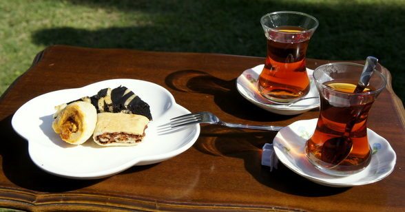 En wie kan zich niet welkom voelen wanneer je ontvangen wordt met heerlijke thee en zoetigheden?