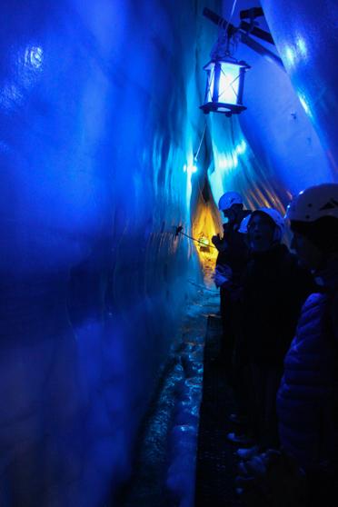 Blauw licht in het ijspaleis