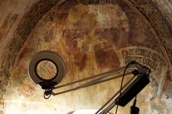 Deze fresco's worden beschermd en stilaan weer opgeknapt in hun oorspronkelijke staat. Op deze foto zie je een deel van de herstellingswerken in de kerk van Pazin.