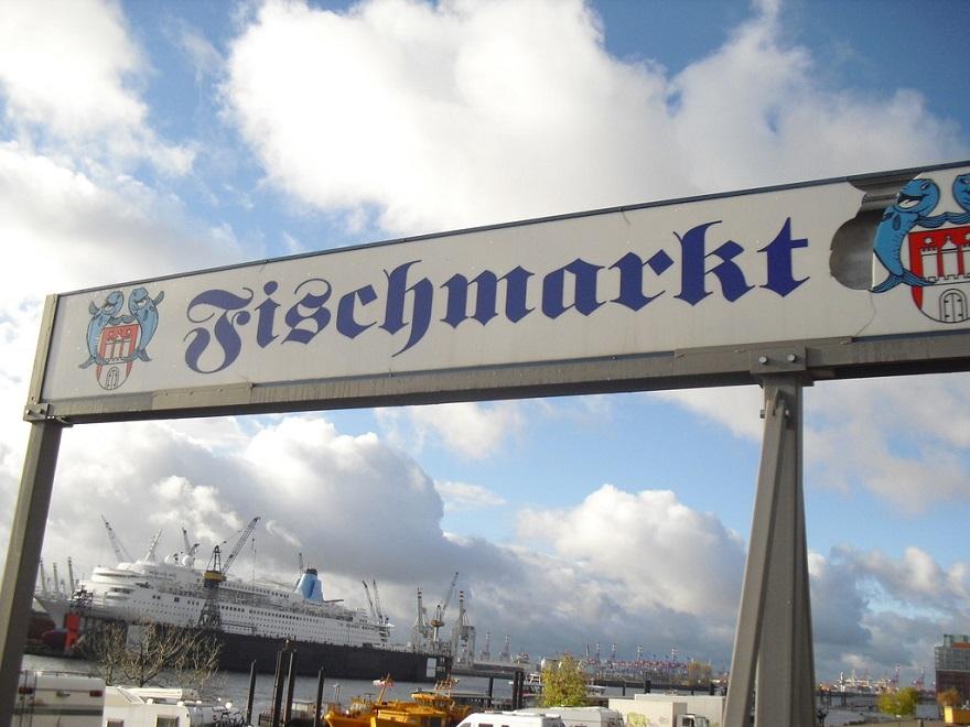De legendarische wekelijkse Fischmarkt op zondagmorgen is na meer dan 100 jaar historie niet meer weg te denken uit Hamburg.