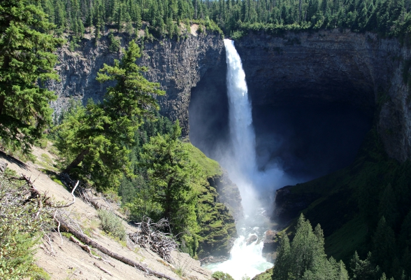 Helmcken Falls is de mooiste waterval in het park Wells Gray