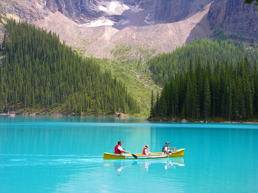 Word sprakeloos bij het zien van de blauwe gletsjergloed in de ongerepte natuur van Canada