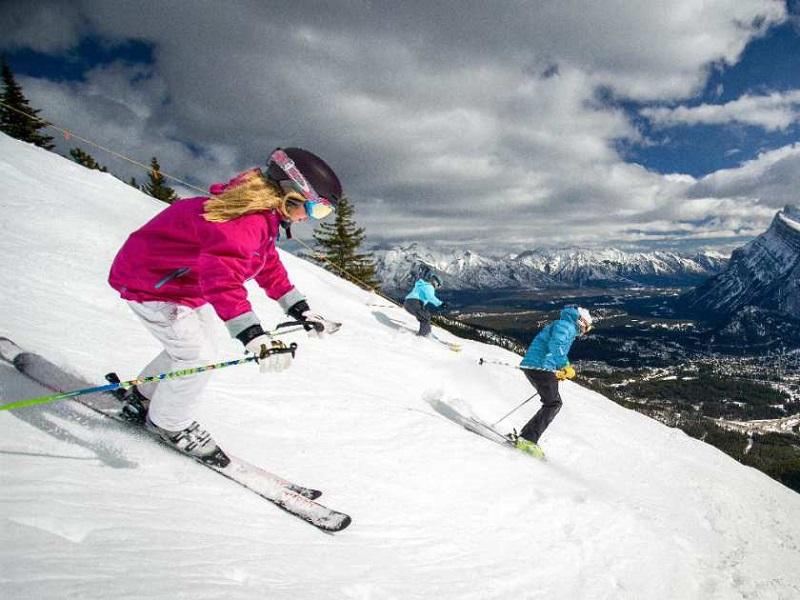 Wintersport in de Big Three resorts in Banff National Park, Canada.