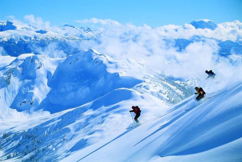 Skiën en snowboarden op eindeloos lange pistes met de wereldberoemde poedersneeuw en het gehele seizoen fantastische condities.