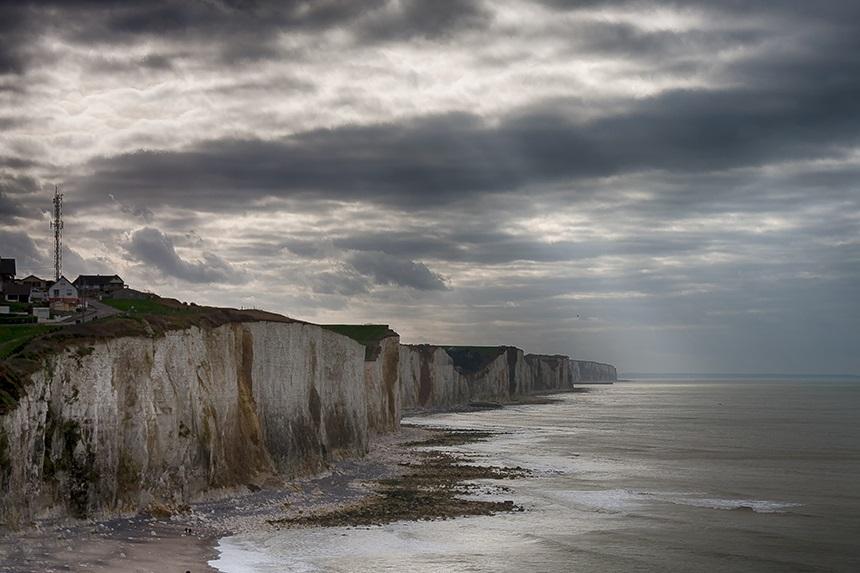 De Picardische kust is een strook van ongeveer zestig kilometer, met afwisselend krijtrotsen en zandstranden.