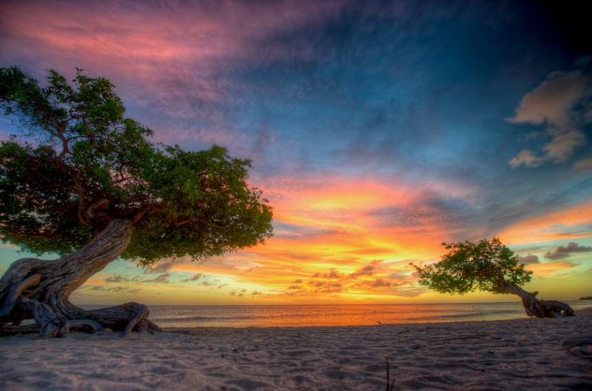 Adembenemende zonsondergang op Aruba.