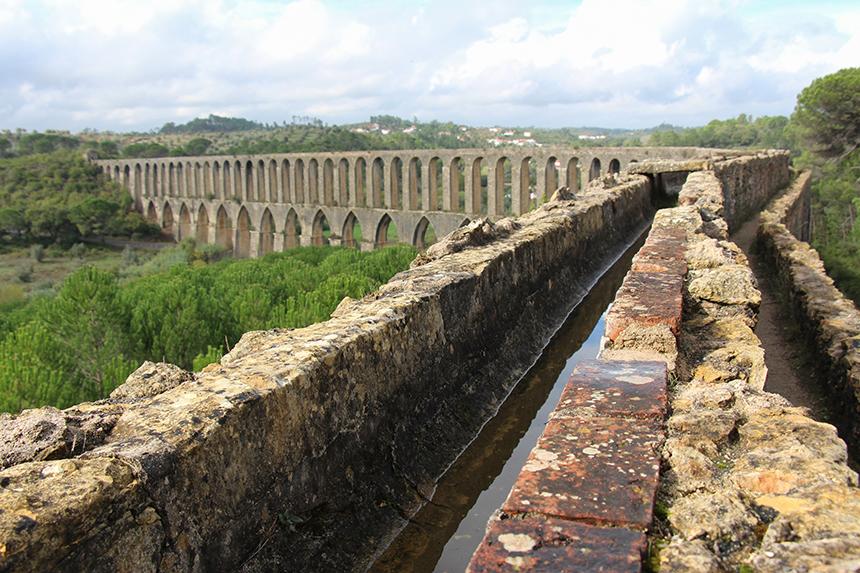 Het Aquaduct dos Pegões, ruim 5 kilometer lang en nog volledig in tact