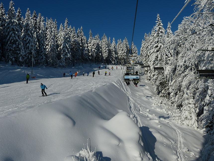 SpindleruvMLyn_Reuzengebrgte_piste en skiers