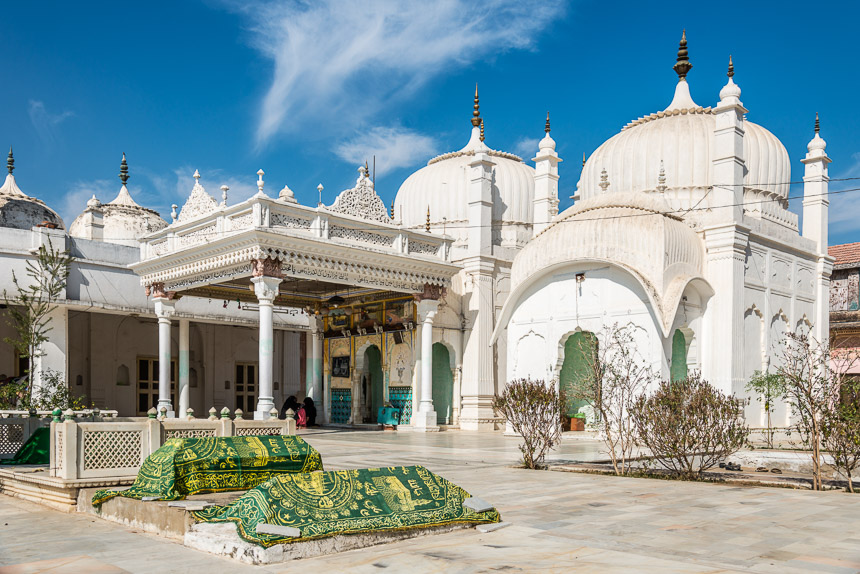 Jhunjhunu - Tombe van Kammarudin Shah