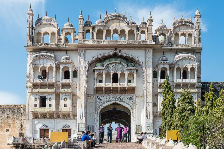 Shekawati, Jhunjhunu - De ingang van de graftempel van Kammarudin Shah.