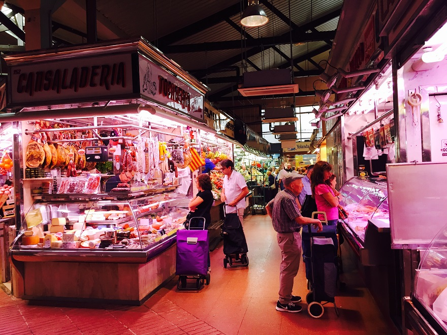 Een van de vele overdekte markten (Mercados) die Barcelona rijk is