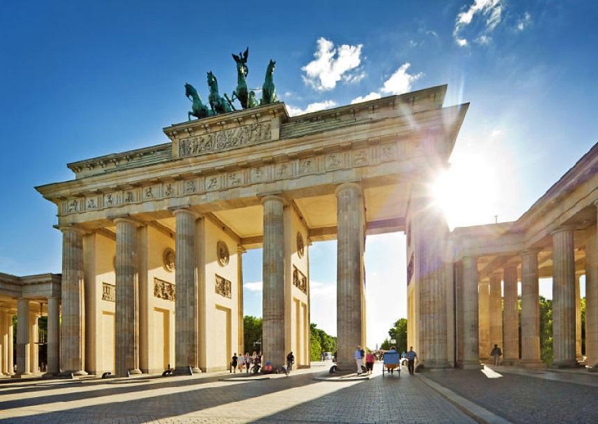 De Brandenburger Tor, één van de belangrijkste en bekende bezienswaardigheden en hét hedendaagse symbool van Berlijn.