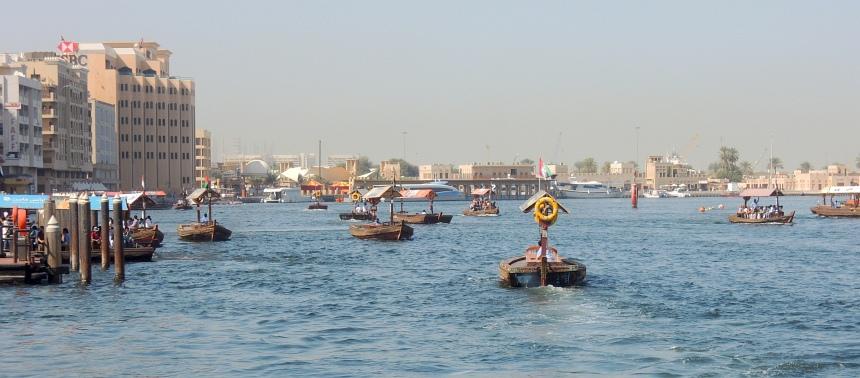 De kreek die het oude centrum van Dubai in tweeën deelt. De pontjes zijn bijna gratis.