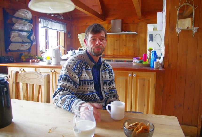 Jóannes Patursson bewoont als 17e generatie de oude boerderij in Kirkjubøur op het eiland Streymoy.