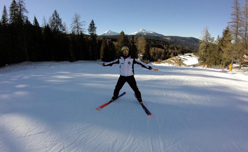Mijn skileraar deed me voor hoe ik moest bewegen.