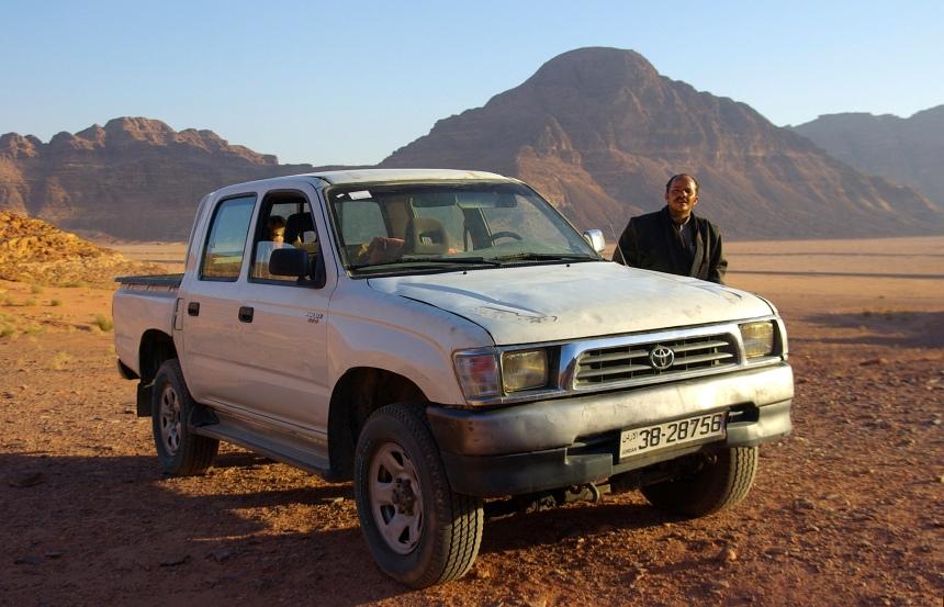 Door de Wadi Rum met een Japanse 4WD kameel!