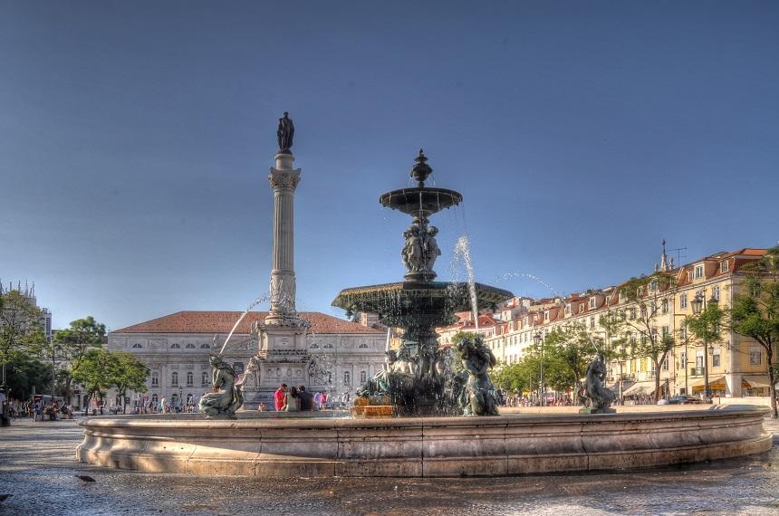 Rossio is de populaire naam van het Pedro IV-plein in het centrum van Lissabon