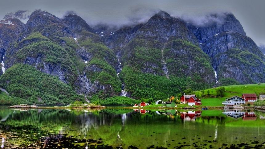 Door de voordelige wisselkoers wordt Noorwegen, met zijn fjorden, bergen, meren, het noorderlicht en de middernachtszon, een realiseerbare droombestemming.