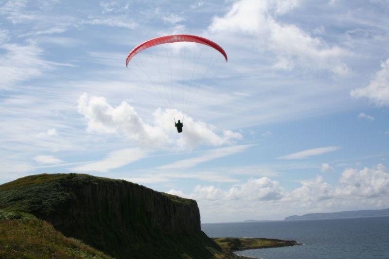 Paragliden op het eiland Isle of Arran. Foto: Flying fever