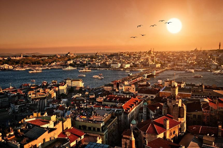 Istanbul is uitgegroeid tot een moderne wereldstad, waarin zowel de Aziatische als de Europese cultuur in het dagelijks leven terug te vinden zijn