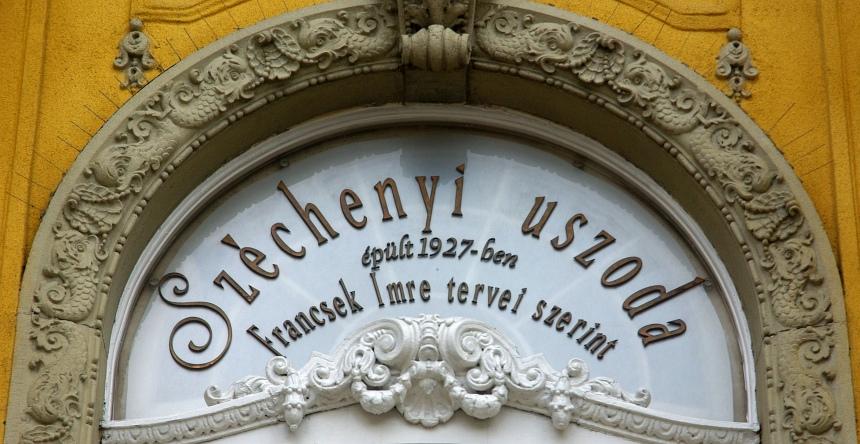 Het Szechenyi bad: bol van de Art Nouveau.
