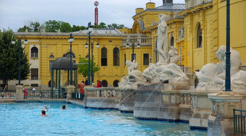 Baden in Boedapest gebeurt in stijl.